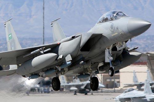 Ả Rập Saudi sử dụng chiến đấu cơ F-15 mua của hãng Boeing để không kích Yemen Ảnh: AIRFORCESREVIEW.COM