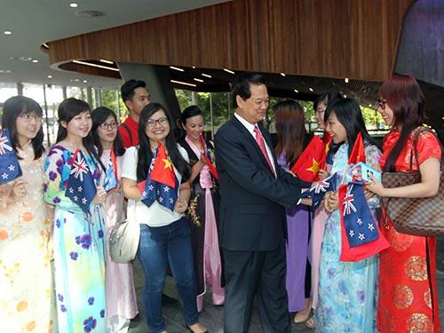 Thủ tướng Nguyễn Tấn Dũng gặp gỡ sinh viên Việt Nam tại Trường ĐH Công nghệ Auckland Ảnh: TTXVN
