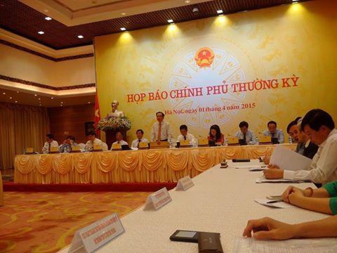 Bộ trưởng, Chủ nhiệm văn phòng Chính phủ Nguyễn Văn Nên- người đứng- chủ trị phiên họp