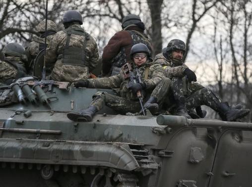 Binh lính Ukraine ở Artemivsk. Ảnh: Reuters