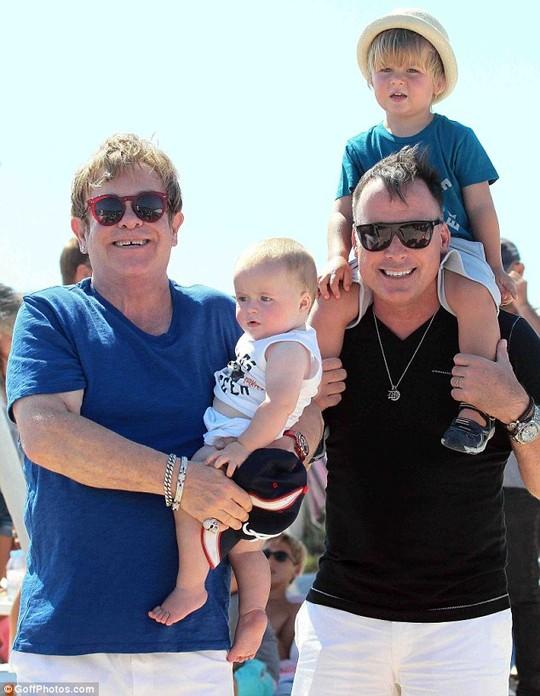 Cả gia đình của Elton John