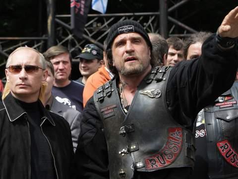 CLB này vốn trung thành với Tổng thống Nga Vladimir Putin (trái). Ảnh: Sky News
