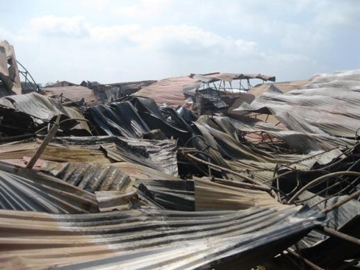 Hơn 1.000 m2 lán trại của công nhân bị thiêu rụi