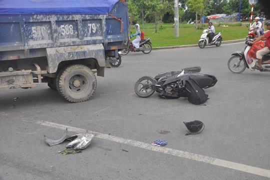 Chiếc xe máy của nạn nhân bị hư hỏng nặng