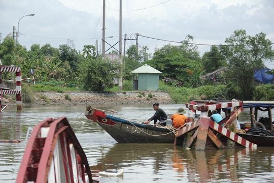 Công tác trục vớt cây cầu đang được khẩn trương tiến hành