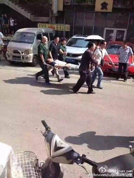 Cảnh sát Trung Quốc đột kích nhà trọ ở TP Thẩm Dương hôm 13-7. Ảnh: Weibo