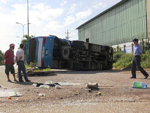 Hiện trường vụ tai nạn khiến hàng chục công nhân bị thương Ảnh: KỲ NAM