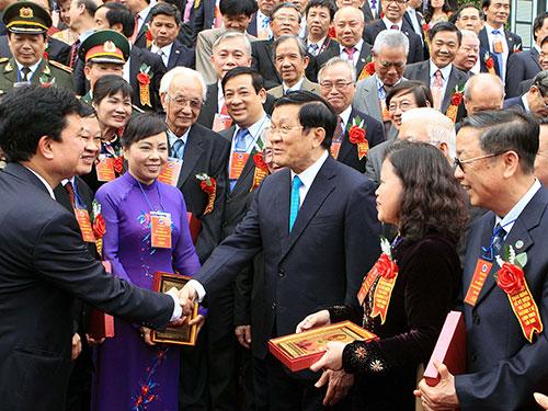Chủ tịch nước Trương Tấn Sang gặp mặt các đại biểu xuất sắc của ngành y tế Ảnh: TTXVN