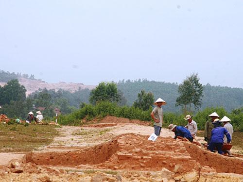 Khai quật khảo cổ tại Khu Di tích Triền Tranh trong ngày 4-3.