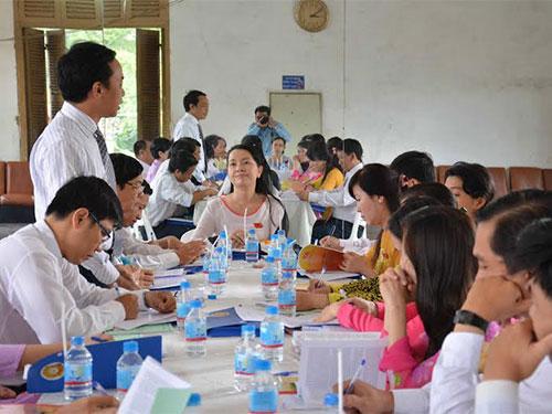Đại biểu thảo luận nội dung văn kiện Đại hội Đảng các cấp