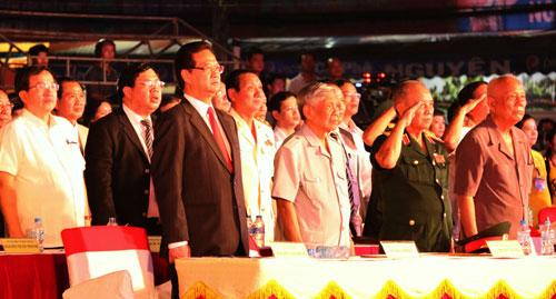 Thủ tướng dự kỷ niệm 40 năm giải phóng miền Nam ở Cần Thơ. Ảnh: LÊ PHƯƠNG