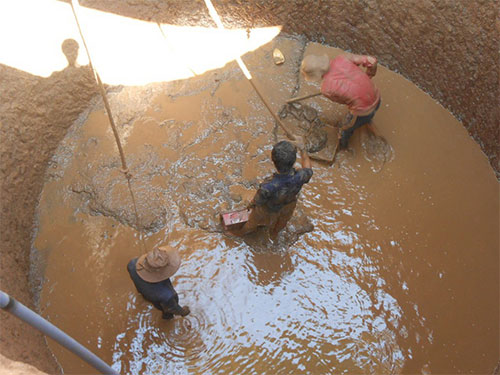 Nước ngọt cạn kiệt nên người dân đảo Lý Sơn phải đầu tư đào giếng lớn