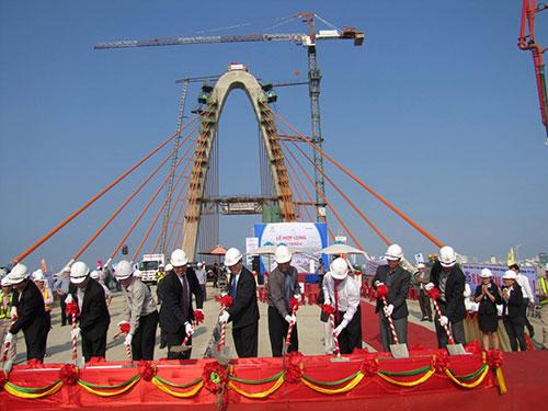 Lễ hợp long tầng 2 cầu vượt Ngã Ba Huế - Đà Nẵng