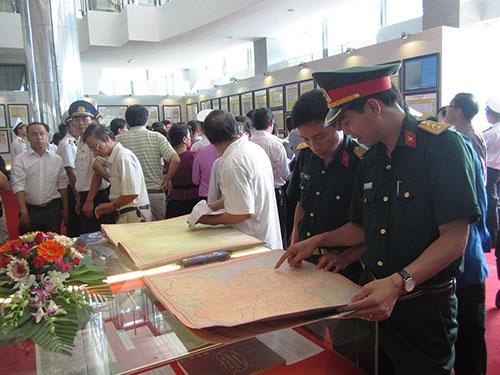 Rất đông người dân tỉnh Quảng Trị đã đến xem triển lãm