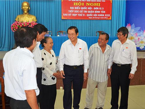 Tổ đại biểu Quốc hội đơn vị 3 (TP HCM) tiếp xúc cử tri quận Bình Tân sáng 30-6  Ảnh: NGA LUÂN
