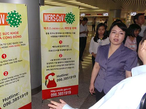 Bộ trưởng Bộ Y tế Nguyễn Thị Kim Tiến kiểm tra công tác chuẩn bị phòng, chống MERS tại TP HCM. Ảnh: NGUYỄN THẠNH