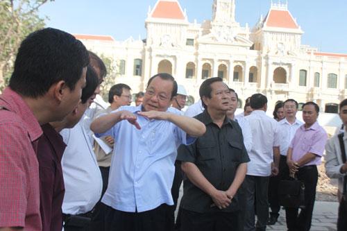 Đoàn lãnh đạo TP HCM kiểm tra tiến độ thi công đường Nguyễn Huệ