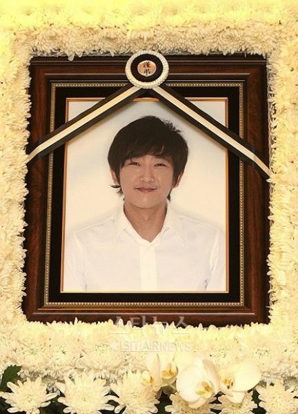 Choi Jin Young cũng ra đi
