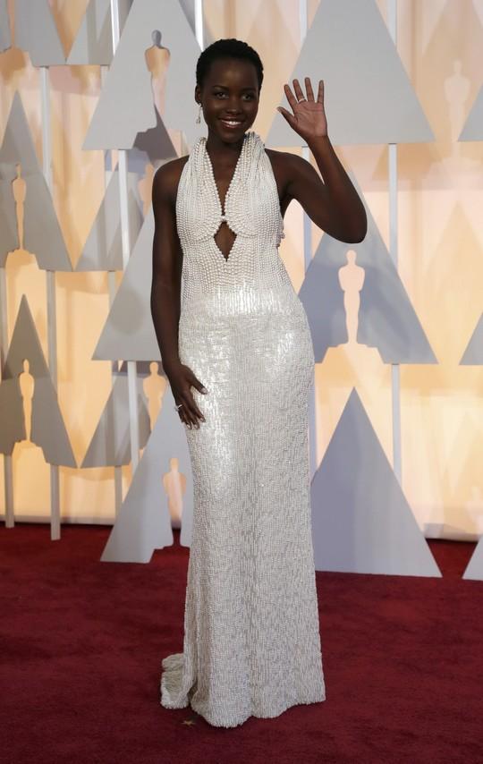 Đầm Lupita Nyongo đã bị mất cắp