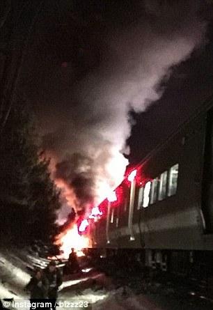 Các toa tàu bốc cháy trong vụ tai nạn. Ảnh: Daily Mail