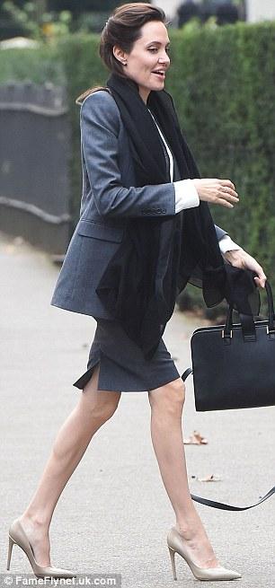Angelina Jolie gầy ốm