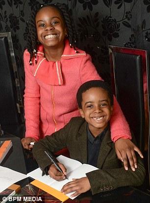 Esther (trái) cùng em trai Isaiah (phải). Ảnh: BPM
