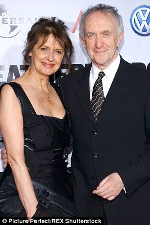 Jonathan Pryce, 67 tuổi và Kate Fahy
