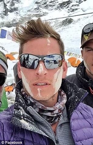 Hình ảnh anh Fredinburg chụp trên núi Everest. Ảnh: Facebook