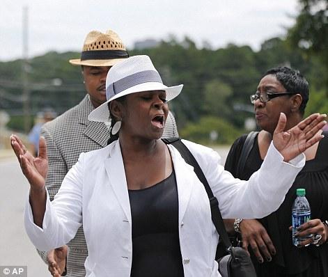 Leolah Brown, cô của Bobbi, tố tội Pat Houston với truyền thông