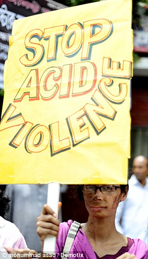 Nhiều phụ nữ và trẻ em gái là nạn nhân của các vụ bạo lực axit. Ảnh: Demotix