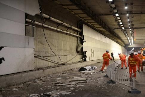 Một mảnh tường hầm bị xé toạc. Ảnh: SCMP