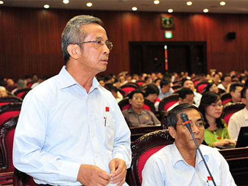 Ông Đặng Ngọc Tùng, Chủ tịch Tổng LĐLĐ Việt Nam tranh luận về sửa điều 60 Luật BHXH năm 2014 tại diễn đàn Quốc hội