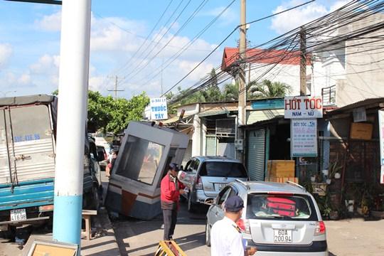 Sự cố làm giao thông qua khu vực gặp nhiều khó khăn