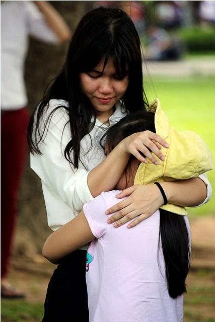 Hai chị em Mỹ Linh ôm nhau bật khóc sau những tháng ngày xa cách
