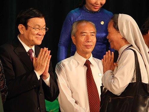 Chủ tịch nước Trương Tấn Sang cùng các đại biểu tại đại hội  Ảnh: HOÀNG TRIỀU