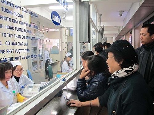 Đăng ký khám chữa bệnh tại Bệnh viện Bạch Mai Ảnh: NGỌC DUNG