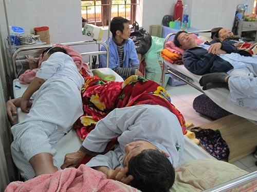 Quá tải bệnh viện là yếu tố khiến bệnh nhân chưa hài lòng về chất lượng dịch vụ y tế. Ảnh: NGỌC DUNG