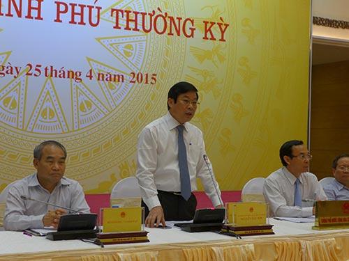 Bộ trưởng Nguyễn Bắc Son (đứng) thông tin về Quy hoạch báo chí tại buổi họp báo