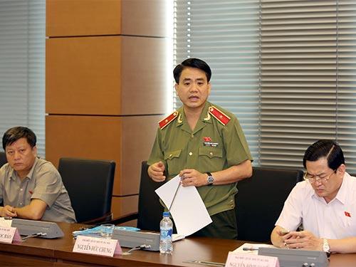 Đại biểu Nguyễn Đức Chung cho rằng một số điều trong dự án Luật Tạm giữ, Tạm giam khó áp dụng  vào thực tiễn trong tình trạng nhà giam quá tải hiện nayẢnh: LONG THẮNG