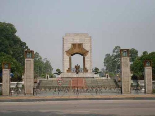 Đài tưởng niệm các anh hùng, liệt sĩ Bắc Sơn (Hà Nội) tuy không hoành tráng nhưng vẫn được đánh giá tốt                                                                                                          Ảnh: NGUYỄN HOÀNG