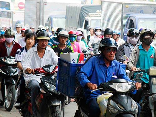 Kẹt xe là một trong những yếu tó làm giảm chất lượng sống ở Việt Nam Ảnh: HOÀNG TRIỀU