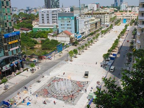 Phố đi bộ Nguyễn Huệ chiều 19-4 Ảnh: HOÀNG TRIỀU