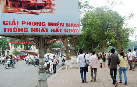 Khu vực Bờ Hồ Hoàn Kiếm được trang hoàng chào mừng ngày lễ lớn