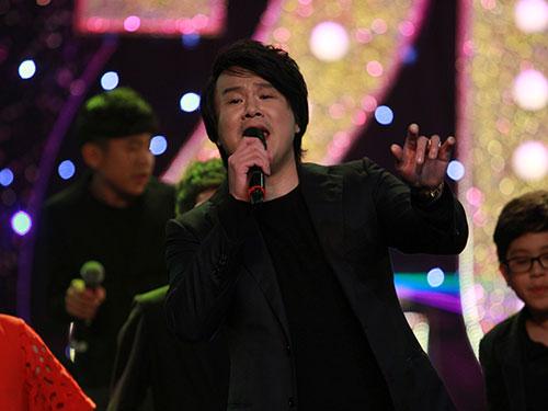 Ca sĩ - nhạc sĩ Thanh Bùi tham gia biểu diễn tại lễ trao giải