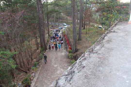 Nhiều du khách ghé thăm ngôi nhà nổi tiếng kỳ bí ở Đà Lạt