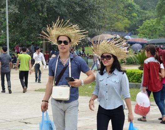 Một đôi bạn trẻ tại Đền Hùng