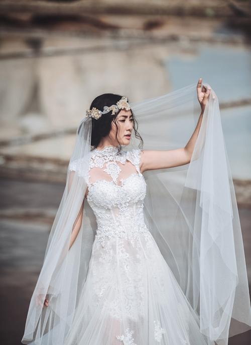 """""""Kiều nữ"""" Ngọc Lan rạng rỡ trong đầm cưới"""