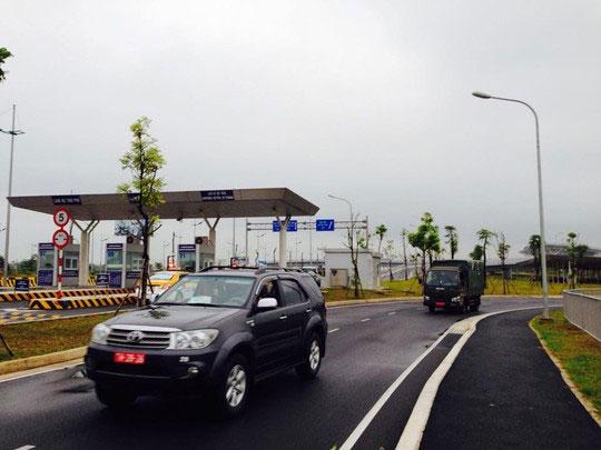 Xe chở Bộ trưởng Phùng Quang Thanh không có xe dẫn đường của quân đội hay cảnh sát giao thông. Ảnh: NGUYỄN HƯỞNG