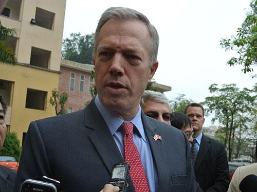 Đại sứ Mỹ Ted Osius trao đổi với báo chí sau buổi nói chuyện với sinh viên ĐH Quốc gia Hà Nội