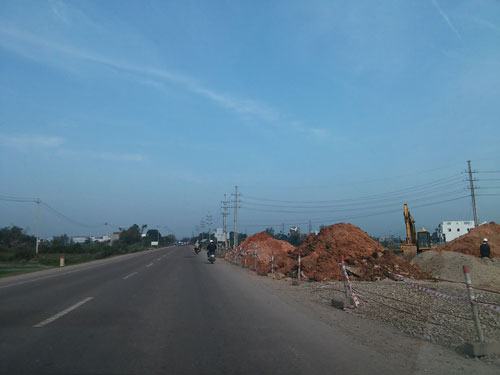 Công trường thi công các gói thầu nâng cấp, mở rộng Quốc lộ 1 đoạn qua tỉnh Bình Định trong những ngày Tết vừa qua hầu như không động tĩnh gì Ảnh: ANH TÚ
